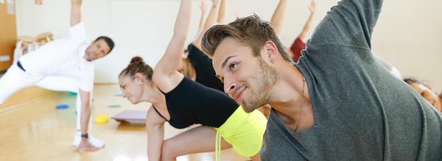 Physiotherapeuten testen die neuesten Übungen